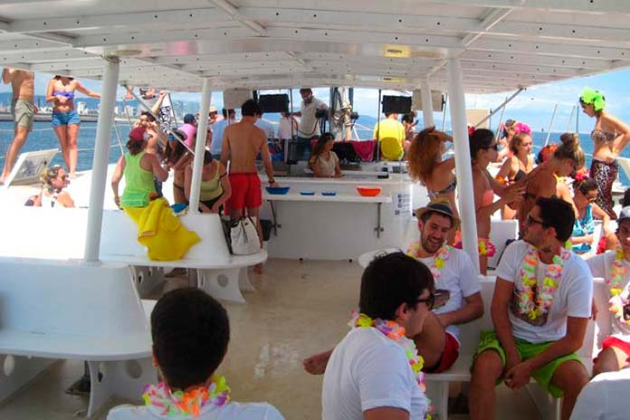barcelona boat party3 - Barcelona boat party, divertidas fiestas en barco